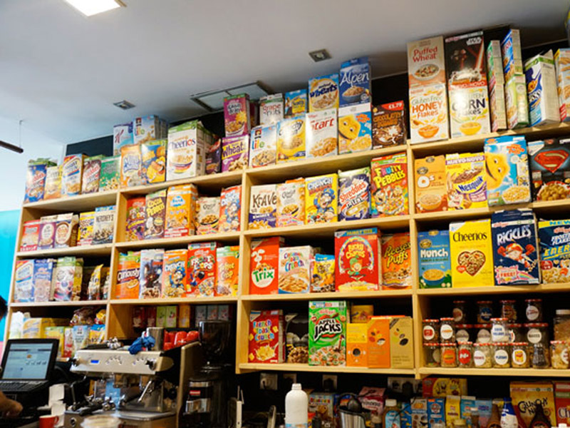 Stand Cereal Hunters Café