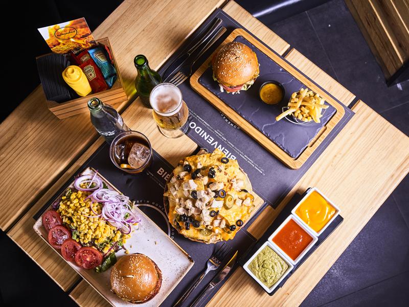 platos-varios-nomadas-burger