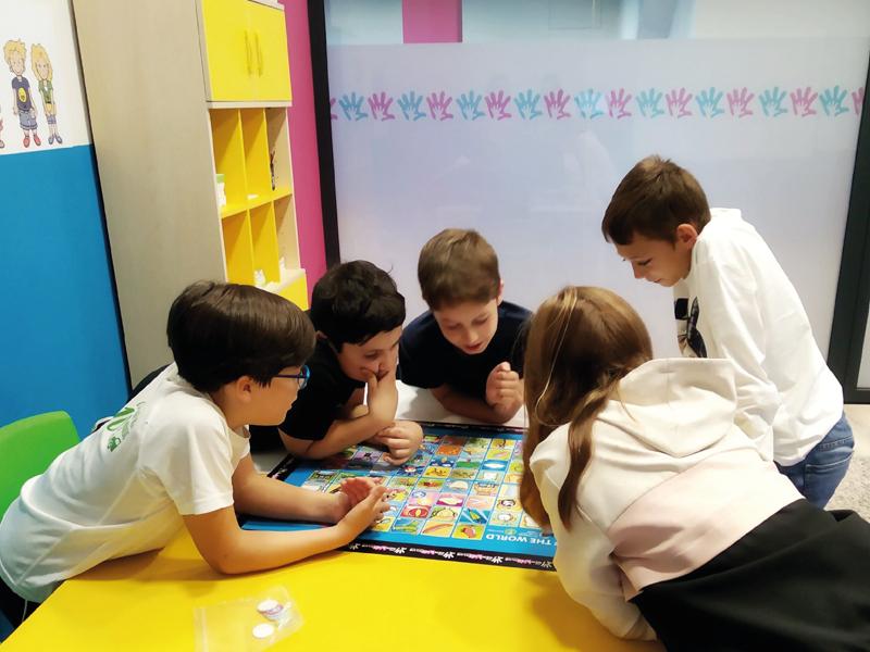 niños-estudiando-ingles