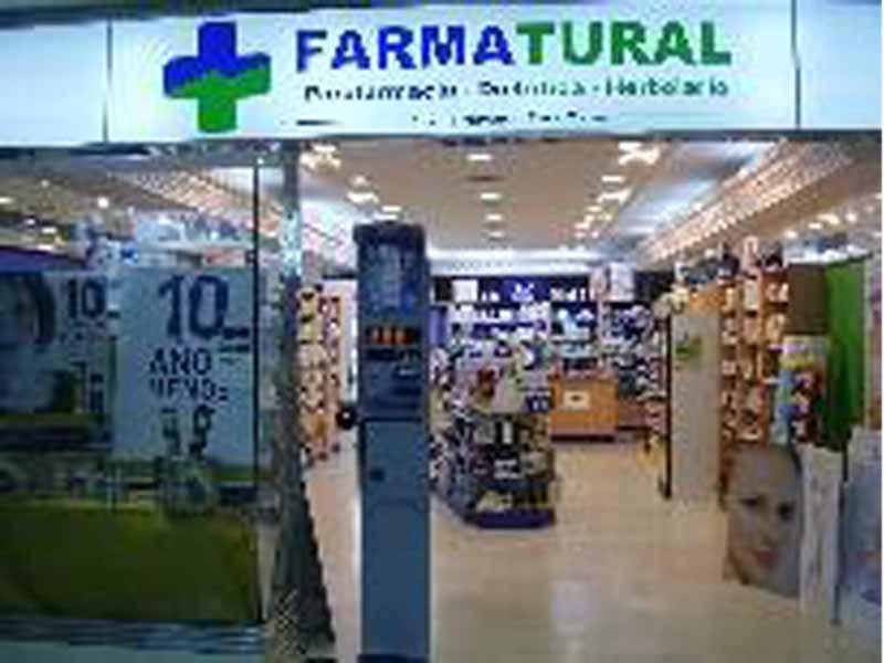 Fachada e interior tienda farmatural