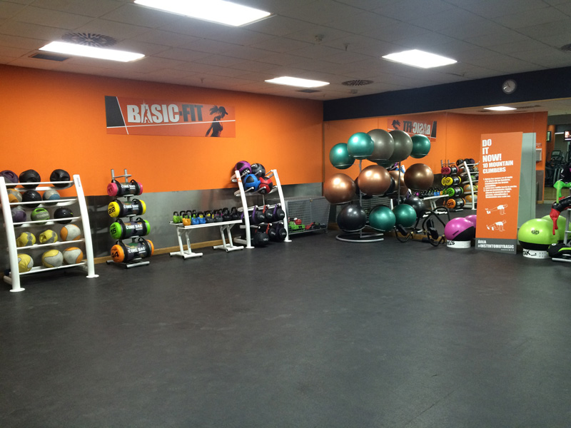 Interior de Basic Fitness