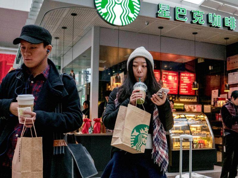 La cadena de cafeterías Starbucks y el Grupo Alibaba hacen un acuerdo