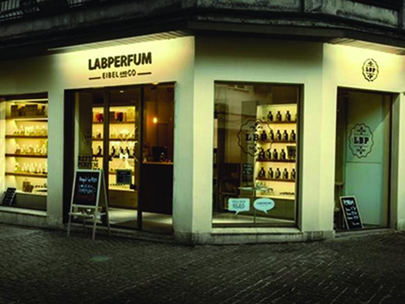 Fachada de la franquicia Labperfum