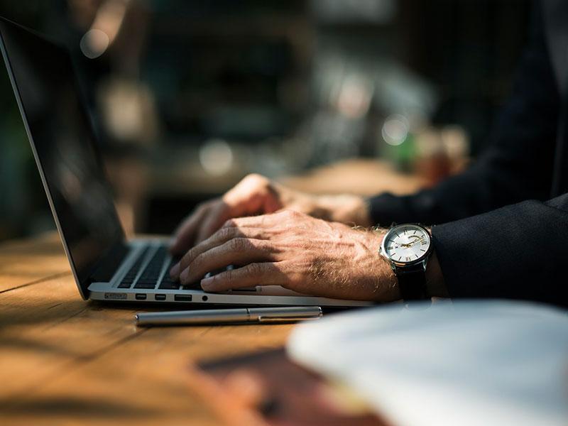 Más de la mitad de la sociedad española compra online habitualmente según un informe de Seur