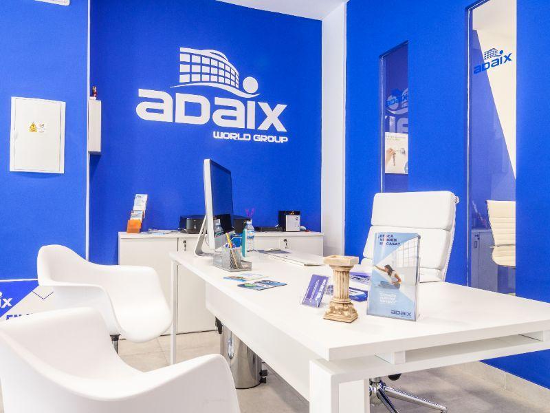 La red inmobiliaria Adaix supera las 8.000 captaciones en este año
