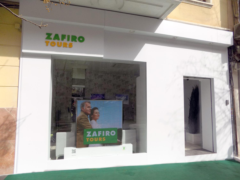 Fachada de la franquicia Zafiro tours